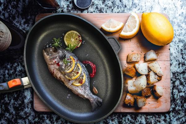 Fischpfanne oval Zubereitung ganze Fisch
